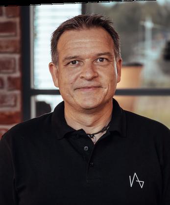Jörg, CEO